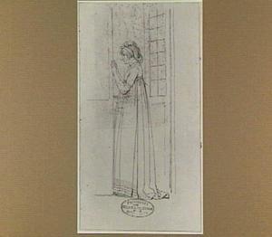Jonge vrouw bij een open raam