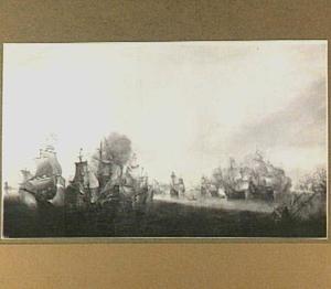Onbekende zeeslag met rechts op de voorgrond een zinkend schip
