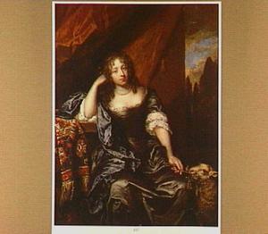 Portret van een vrouw met een lam aan haar linkerzijde