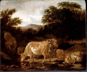 Koeien en schapen in een bos