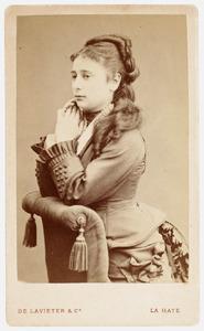 Portret van een vrouw, waarschijnlijk Johanna Nierstrasz (1856-1932)