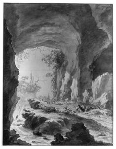 Weg met herder en vee door een grot langs een waterval