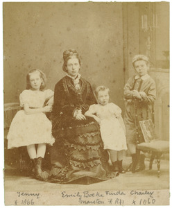 Portret van Emily Marston (?-?) met drie kinderen
