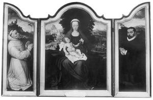 De H. Franciscus ontvangt de stigmata (links), de rust tijdens de vlucht naar Egypte (midden), Francisco de Ontaneda (rechts). Op de buitenzijde: de wapens van Juan de Ontaneda en Anne-Marie de Hertoghe (Het Ontaneda-drieluik)