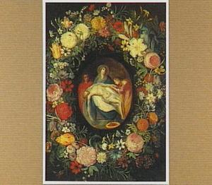 Bloemenkrans rond een medaillon met de Bewening