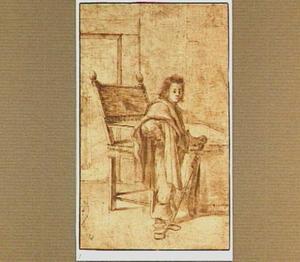 Portret van een staande jongen met zwaard en cape