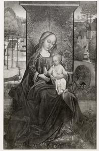 Maria met kind onder een baldakijn met aan weerszijden een pauw