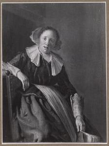 Zingende jonge vrouw in een interieur