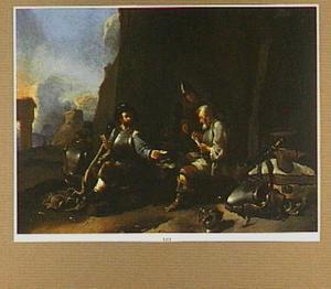 Kaartspelende soldaten bij een muur; in de verte een romeinse ruïne