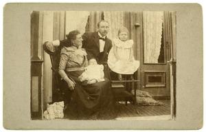 Portret van Johan Gerrit Appeldoorn (1862-1945), Cornelia Elizabeth van der Wissel (?-1936) en hun kinderen