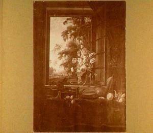 Stilleven van bloemen, vruchten en een juwelendoosje voor een openstaand venster met een doorkijk naar een bosachtig landschap