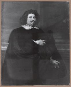 Portret van een man in zwart kostuum met een kanten kraagje