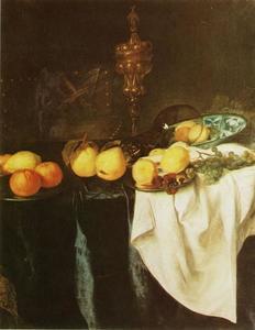 Stilleven met akeleibeker, roemer, porselein en vruchten