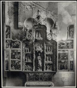 De annunciatie, de aanbidding der herders, de aanbidding der Wijzen (binnenzijde linkerluik); De geboorte van Maria (?), de tempelgang, het huwelijk van Maria en Jozef, de visitatie, de annunciatie, Maria en Kind, de dood van Maria, de bekroning van Maria (middendeel); De opstanding, de verschijning van Christus aan Maria, Hemelvaart, Pinksteren (binnenzijde rechterluik)
