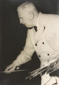 Piet van der Hem aan het werk in zijn atelier