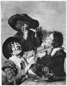 Vrolijk gezelschap van drie jongens met een viool