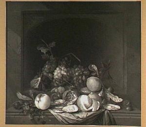 Stilleven met vruchten, kastanjes en oesters in een nis