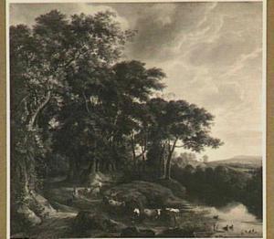 Bosrand met beek en kudde vee