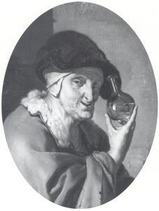 Oude vrouw met een urine-glas