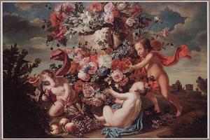 Drie putti met een klassieke tuinvaas vol bloemen