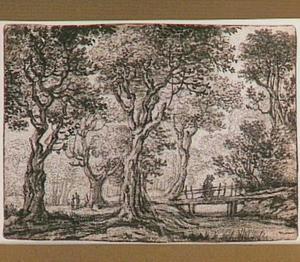 Boslandschap met houten brug en figuren