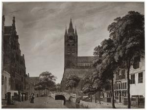 Gezicht op de Oude Kerk in Delft, gezien vanaf de Oude Delft
