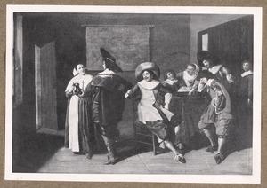 Triktrakspelend gezelschap in een interieur met een dienstmeid