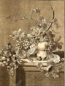 Vruchtenstilleven in en rond een rieten mand op een marmeren balustrade