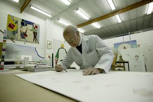 Roger Raveel aan het werk in zijn atelier