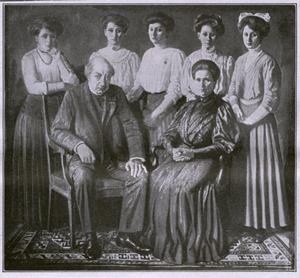 Portret van Wilhelmus Bernardus Gerardus Molkenboer (1844-1915), Maria Cecilia Petronella Johanna der Kinderen (1848-1934) en hun dochters