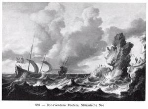 Schepen in woelig water voor een rotsachtige kust