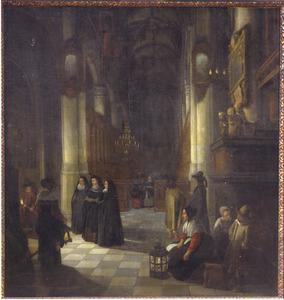 Figuren in een kerkinterieur