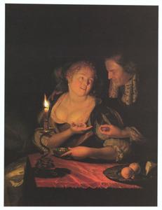 Een man biedt een vrouw bij kaarslicht een ring aan