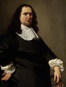 Portret van een man in zwart kostuum met een kanten bef en manchetten