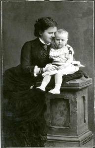 Portret van koningin Emma met de tweejarige Wilhelmina