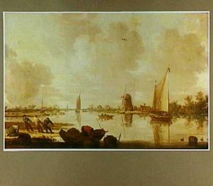 Riviergezicht met boten en vissers met een sleepnet