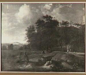 Landschap met wandelaars bij een bosrand