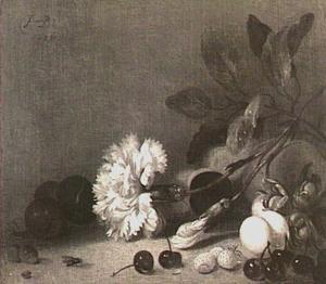 Stilleven met een anjer en wat vruchten op een tafel
