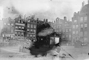 Gezicht op het Haarlemmerplein ter hoogte van de Kleine Houtstraat te Amsterdam