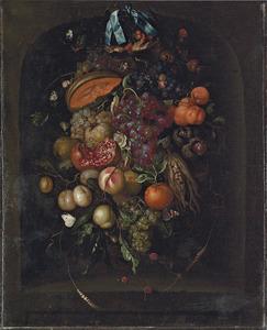 Festoen met druiven, abrikozen, pruimen, een granaatappel en een meloen aan een blauwe strik
