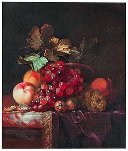 Stilleven met vruchten en walnoten op een marmeren blad