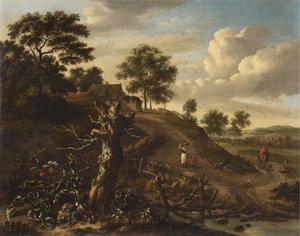 Heuvellandschap met figuren op een zandweg, een boomstronk in de voorgrond