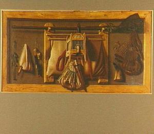 Trompe l'oeil met jachtbenodigdeden en een vogelkooitje