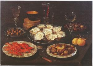 Stilleven van oesters, rivierkreeften, vruchten, noten en glaswerk