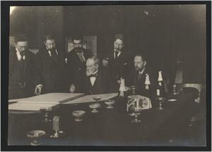 Groepsportret met vlnr. J.F. Hulk, G.H. Breitner, Ed. Frankfort, J.A. Rust, N. Bastert en G. Poggenbeek bij de huldiging van J.A. Rust op zeventig-jarige leeftijd