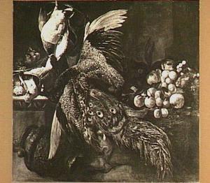 Stilleven met een dode pauw, jachtbuit en fruit