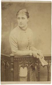 Portret van mogelijk Adriana Jacqueline Marie Loudon (1856-1919)