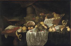 Vruchtenstilleven met kreeft en ham