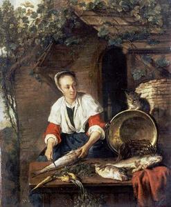 Jonge vrouw, vis schoonmakend terwijl een kat toekijkt