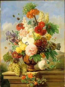 Stilleven met bloemen in een vaas en druiven